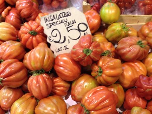 29/05/2014  八百屋のトマトがにぎやかです_a0136671_0582382.jpg
