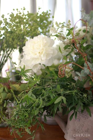 白い芍薬のブーケ_b0208604_08042342.jpg