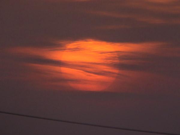 本日の夕日と月_b0229648_19344220.jpg
