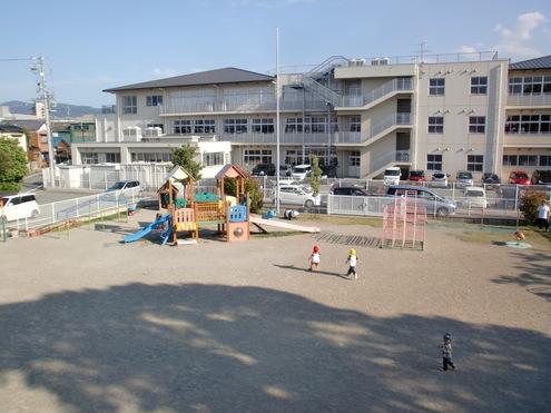 有緝幼稚園へ測量 小林_e0149215_18341880.jpg