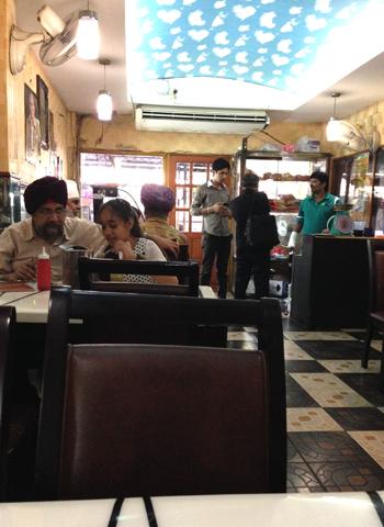 バンコクのインド人街 (パフラット地区)①_d0156336_2327351.jpg