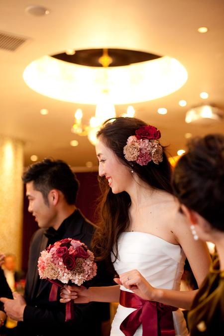 新郎新婦様からのメール 赤バラと白磁の装花 メゾン・ポールボキューズ様へ_a0042928_2142460.jpg