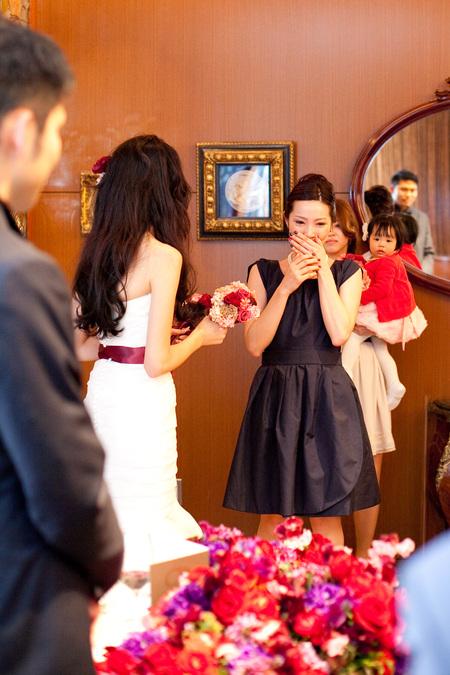 新郎新婦様からのメール 赤バラと白磁の装花 メゾン・ポールボキューズ様へ_a0042928_2152442.jpg