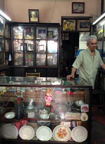 インド人街のボタン屋さん ②_d0156336_23384077.jpg