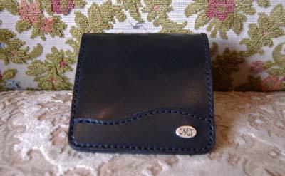 二つ折りの財布 イニシャルプレート付き_f0155891_19412822.jpg