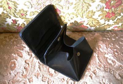 二つ折りの財布 イニシャルプレート付き_f0155891_19421171.jpg