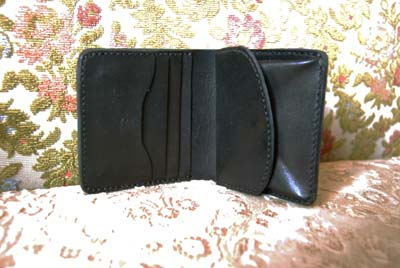 二つ折りの財布 イニシャルプレート付き_f0155891_19422934.jpg