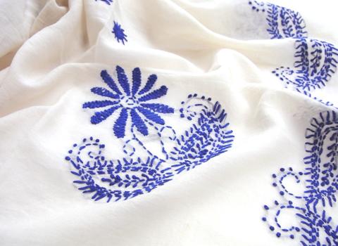 インド刺繍 コットンストール (スクエア)_d0156336_23382551.jpg