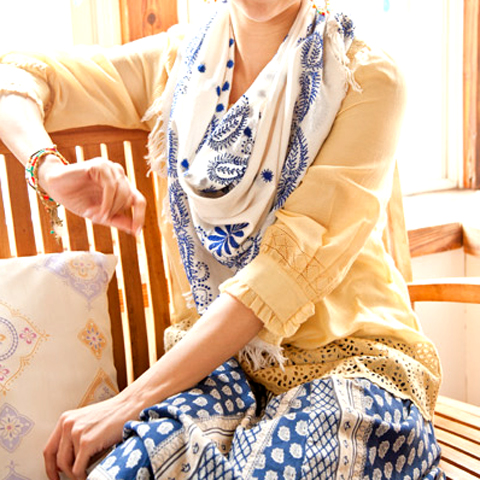 インド刺繍 コットンストール (スクエア)_d0156336_23383748.jpg