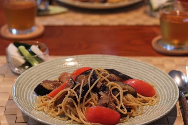 ナスとバラ肉とトマトのパスタ。頂き物あれこれ。_f0348831_22332722.jpg