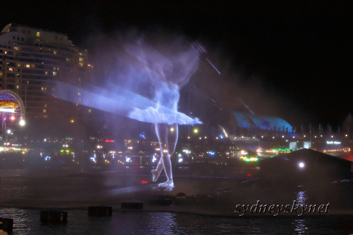 VIVIDSYDNEY 2014 ~5~ DARLING HARBOUR_f0084337_22391609.jpg
