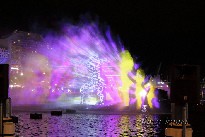 VIVIDSYDNEY 2014 ~5~ DARLING HARBOUR_f0084337_22392609.jpg
