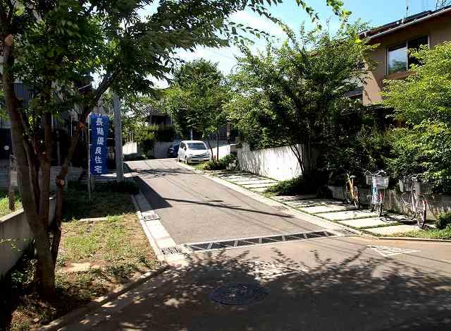 田中敏溥さんが設計した住宅が建ち並ぶまち_b0015157_1137824.jpg