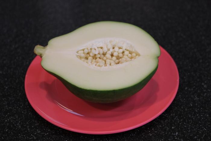 青パパイヤのサラダと、豆腐のドライカレー_a0223786_21472788.jpg