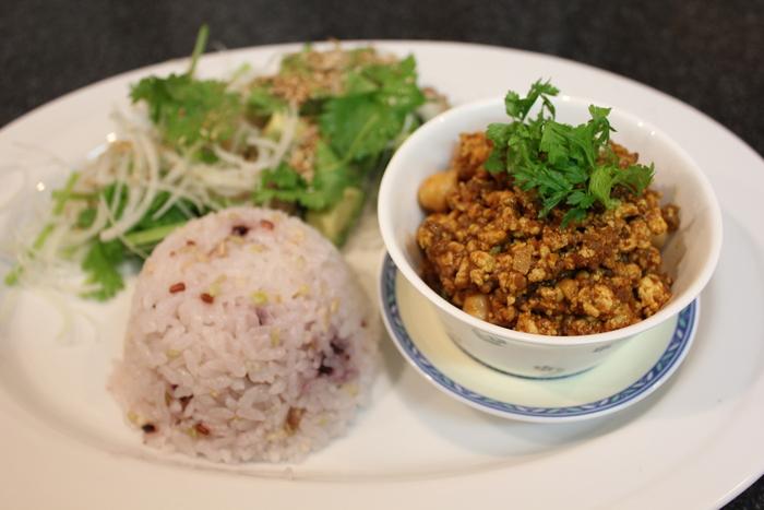 青パパイヤのサラダと、豆腐のドライカレー_a0223786_21534811.jpg