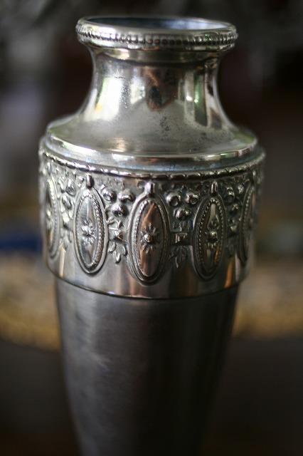 メタルレリーフ付き花瓶  値下げ_f0112550_06492603.jpg