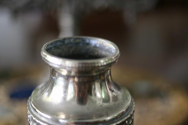 メタルレリーフ付き花瓶  値下げ_f0112550_06492613.jpg