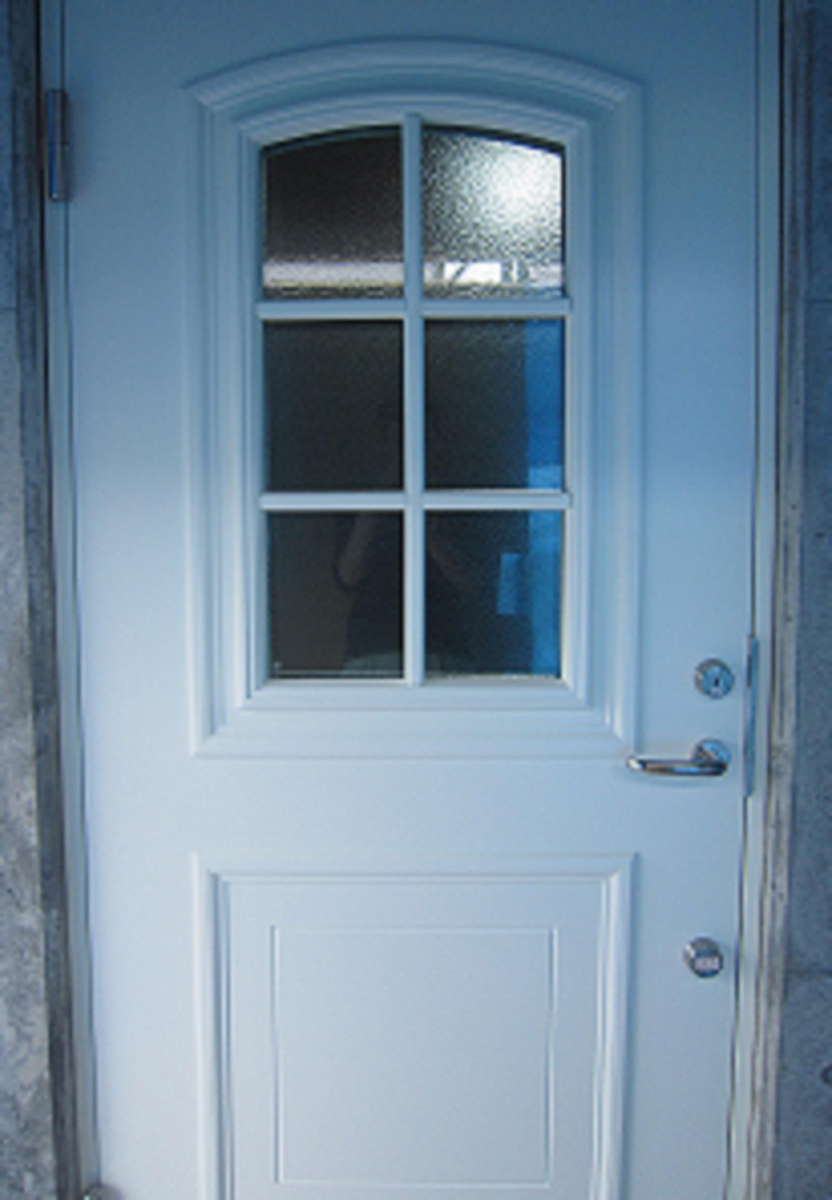 玄関ドア入りました(^^)_c0253253_17112789.jpg