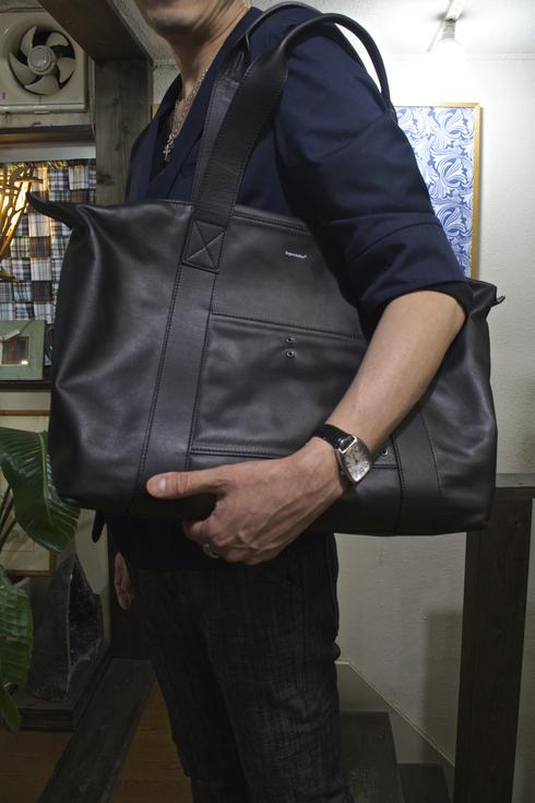 防水レザーバッグは男性向け!&スキニーデニム入荷情報_d0108933_168409.jpg