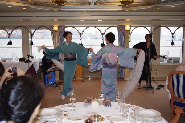 船のパーティ その②_f0140343_17324511.jpg