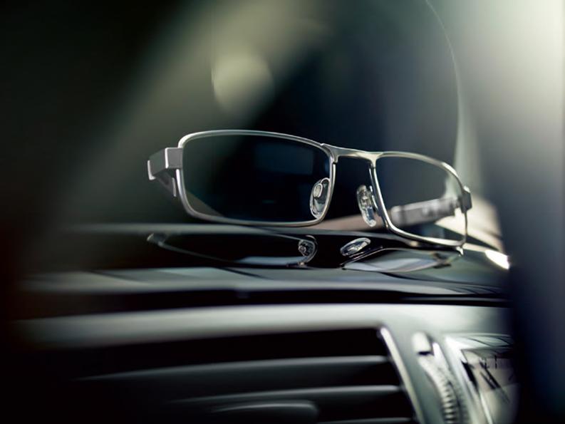 Mercedes-Benz(メルセデス・ベンツ)ドライバーズエディション・プレミアムアイウェア発売開始!_c0003493_11422999.jpg