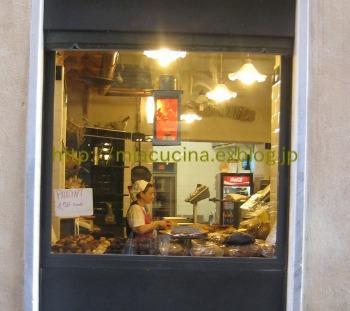 イタリア食旅行記①ジェノヴァのフォカッチャ_b0107003_17105082.jpg