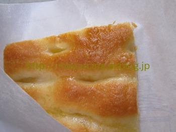 イタリア食旅行記①ジェノヴァのフォカッチャ_b0107003_1711469.jpg