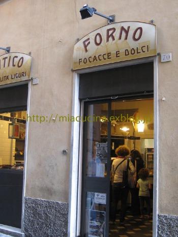 イタリア食旅行記①ジェノヴァのフォカッチャ_b0107003_1793383.jpg