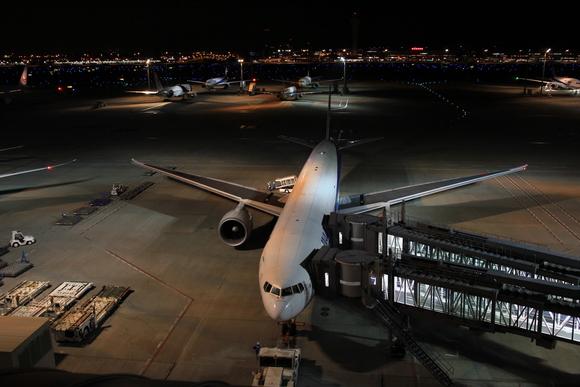 羽田空港国際線レポ  午前0時頃。。_d0202264_21385841.jpg