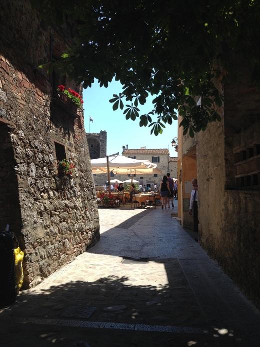 10/06/2014  モンテリッジョーニのもう一つの市壁_a0136671_0321697.jpg