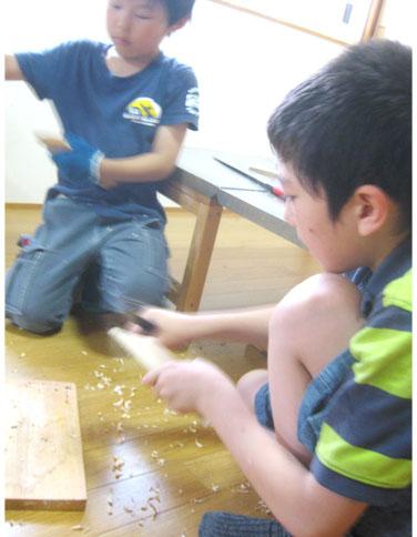 小刀で ナイフ・小学生クラス_f0211514_21142197.jpg