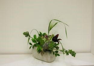 自由に花材を選んでいけましょう。_c0165824_22525627.jpg