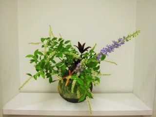 自由に花材を選んでいけましょう。_c0165824_22533080.jpg