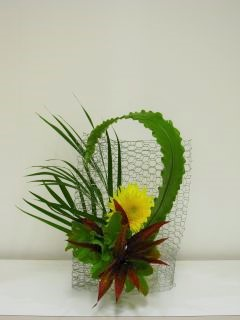 自由に花材を選んでいけましょう。_c0165824_22543499.jpg