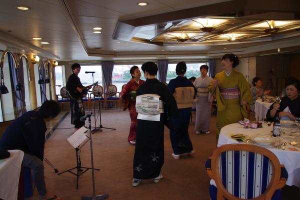 船のパーティ その③_f0140343_12271236.jpg