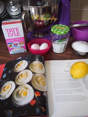 レモンカップケーキを持って_f0238789_2025644.jpg