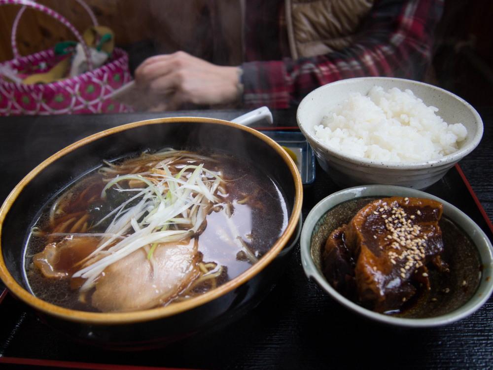 「豚角煮ラーメン(ラーメン鈴や)」と「大森カントリーガーデン」_f0276498_20564346.jpg
