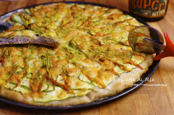 Pizza ai fiori di zucca ✿ 初夏イタリアのズッキーニの花ピッツァ_b0246303_00391391.jpg