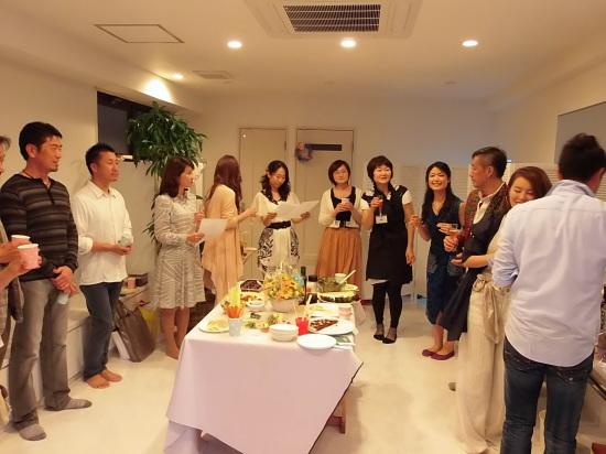 お隣の「ヨガ スタジオ」のお祝いパーティーで。_a0125419_22055063.jpg