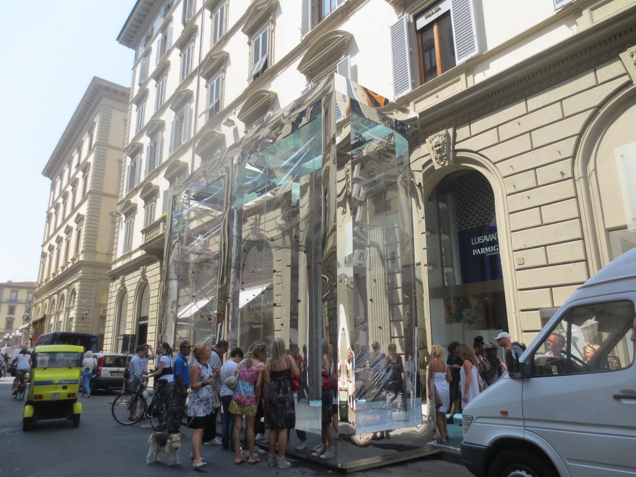 PITTI前のフィレンツェの街でこんなことが話題になってます!!_c0179785_6171528.jpg