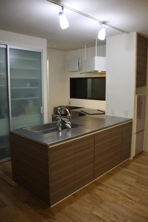 L型変型キッチンとオーダーメイド換気扇_a0155290_13575578.jpg