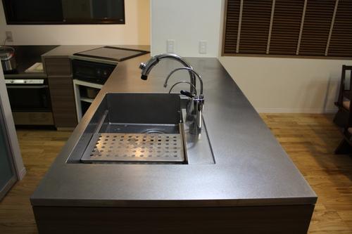 L型変型キッチンとオーダーメイド換気扇_a0155290_14131558.jpg