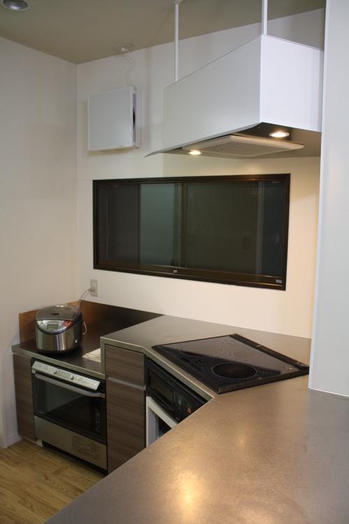 L型変型キッチンとオーダーメイド換気扇_a0155290_14222833.jpg
