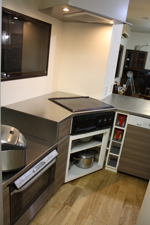 L型変型キッチンとオーダーメイド換気扇_a0155290_14373079.jpg