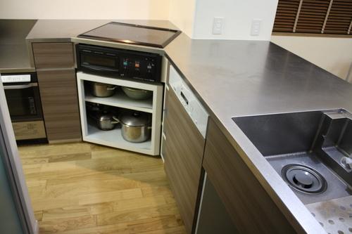 L型変型キッチンとオーダーメイド換気扇_a0155290_153851.jpg