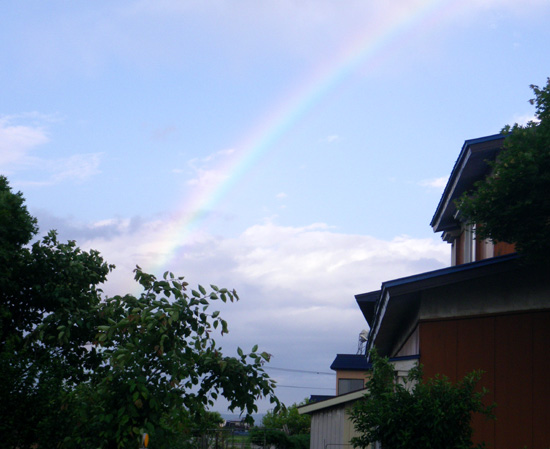 青空をバックに虹が出た~♪_a0136293_18272085.jpg