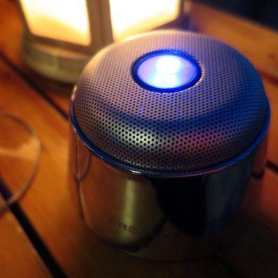 【PR】ピッカピカのボディがかっこいいCreative Woofポータブルワイヤレススピーカーで音楽聴きつつ_c0060143_21215372.jpg