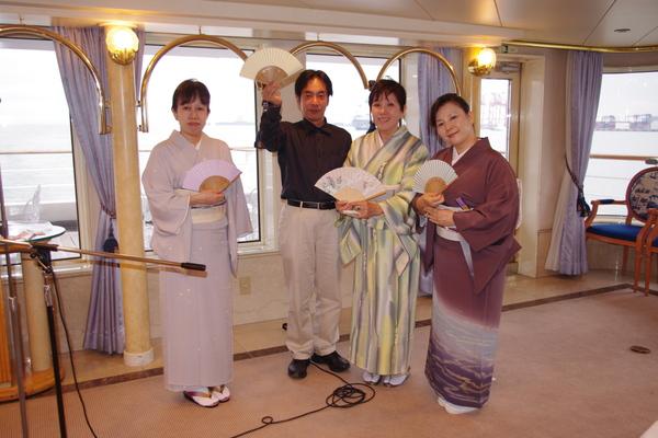船のパーティ その⑤_f0140343_18423791.jpg
