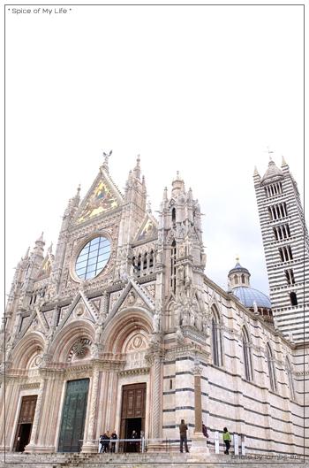ストライプの大聖堂_f0151946_1571862.jpg