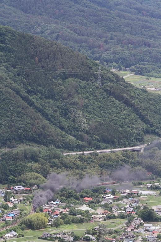 黒煙もこもこの蒸気機関車と昭和の電車がすれ違う道 - 2014年初夏・上越線 -  _b0190710_22541415.jpg